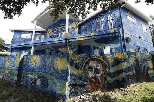 """Starry Night House"": Florida Couple Settles Legal Battle to Keep Van Gogh-Inspired House (What Do You Think?)"