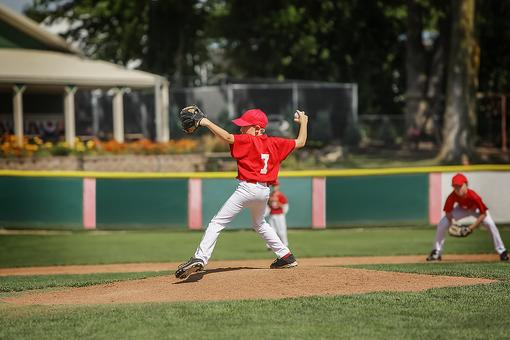 Sports Shoulder & Elbow Injuries in Kids: 7 Ways to Help Prevent Them in Baseball Pitchers!