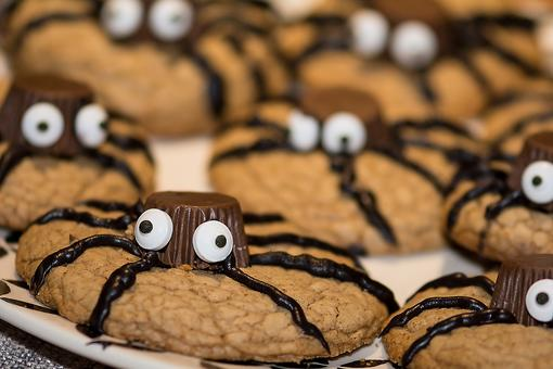 Super Simple Spider Cookies for Halloween (Kids Can Make 'Em)!