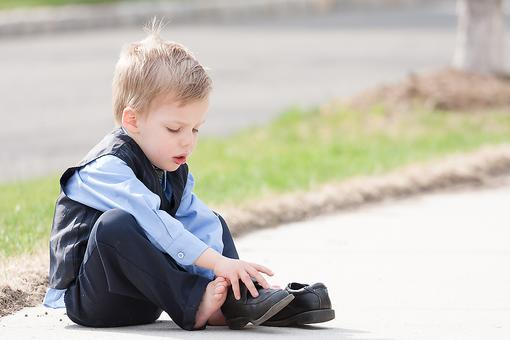 Teach Your Child His Left From His Right Foot! Putting Shoes on the Right Feet is Easy for Kids if You Do This…