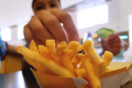 Parents of Picky Eaters: Teenage Boy Declared Blind From Diet of Fries, Chips, White Bread & Sausages
