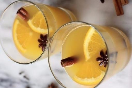 Winter & Fall Cocktails: How to Make a Prosecco Orange Cinnamon Blossom