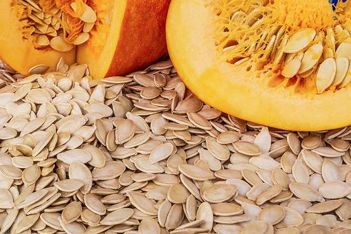 The Health Benefits of Pumpkins Seeds: How to Harvest, Roast & Eat This Healthy Snack