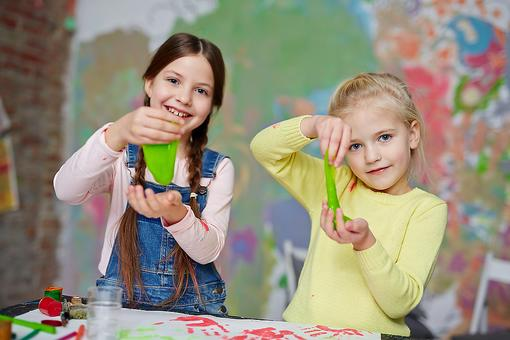 The Slime Craze: Try This Recipe for DIY Mom- & Kid-Friendly Slime!