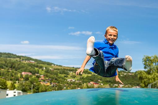 The Truth About Trampoline Safety: 6 Tips to Help Keep Kids Safe!