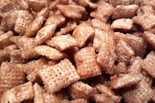 Easy Holiday Snacks: This Caramel Cinnamon Cereal Snack Mix Recipe Is Ah-mazing