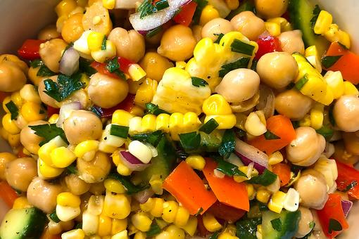 ​This Chickpea & Grilled Corn Rainbow Salad Tastes As Good As It Looks!