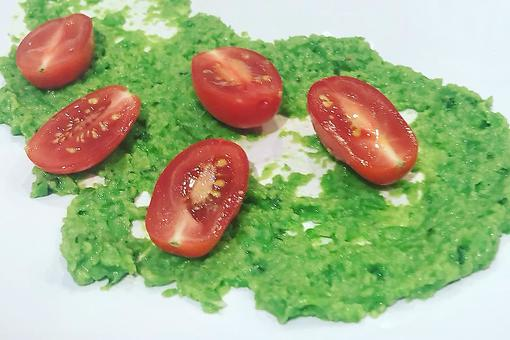 This Pea & Garlic Dip Recipe by Chef Gale Gand Is a Fun Twist for Hummus Lovers
