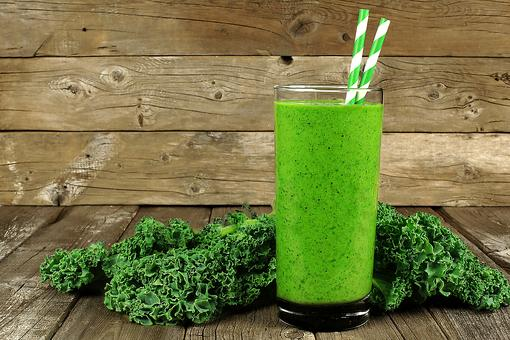 This Quick Green Smoothie Satiates Thirst, Hunger & Your Sweet Tooth!