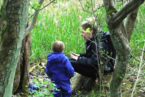 Toddlers in the Scottish Woods: Kids Learning, Growing & Problem Solving in Nature