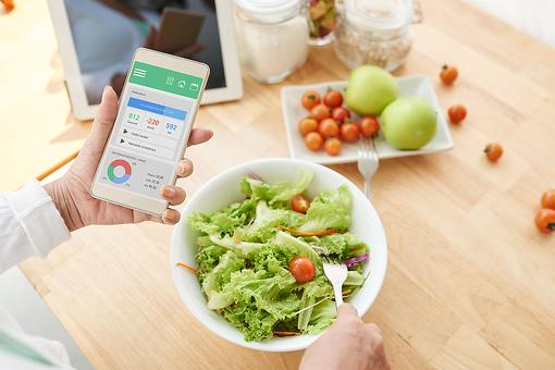 Track Snacks: How Logging What You Eat Can Help You Lose Weight