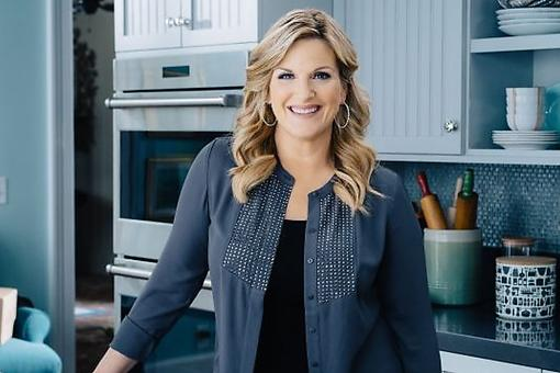 "Trisha Yearwood Dishes on the Food Network's ""Tricia's Southern Kitchen,"" Hubby Garth Brooks & Super Bowl® Snacks"