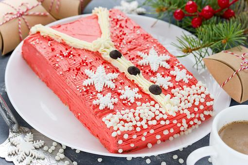 Ugly Sweater Party Ideas: How to Make an Ugly Christmas Sweater Cake!