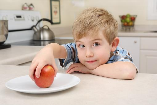 Want Kids to Have Healthy Eating Habits? Try This Easy Idea!
