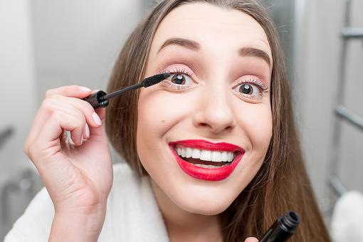 "Want ""Notice Me"" Lashes? Wave Your Magic (Mascara) Wand Like This!"