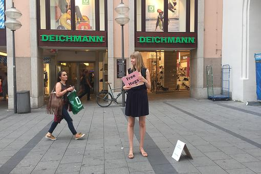 Want a Free Hug? Watch This Successful Social Experiment In Munich, Germany!