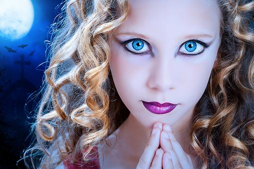 Wearing Decorative Contact Lenses for Halloween? Read This First!