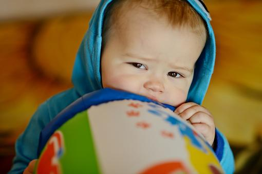 Why Do Babies & Toddlers Bite? Vampires in Training? Probably Not! 5 Reasons for Biting