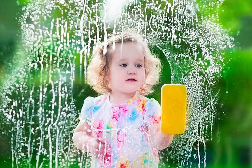 Why You Should Let Your Toddler Help With Chores Around the House!