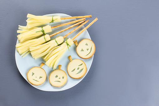 Halloween Snacks: How to Make Easy Witches' Brooms (Just 2 Ingredients!)