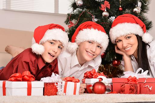 Work Outside of the Home Moms: Here's Why You Need to Skip the Holiday Guilt Trip!