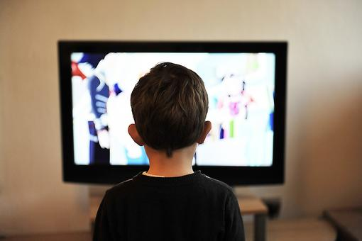 Working From Home, Parenting & Screen Time: Is Some TV OK for Kids? A Psychologist Weighs In!