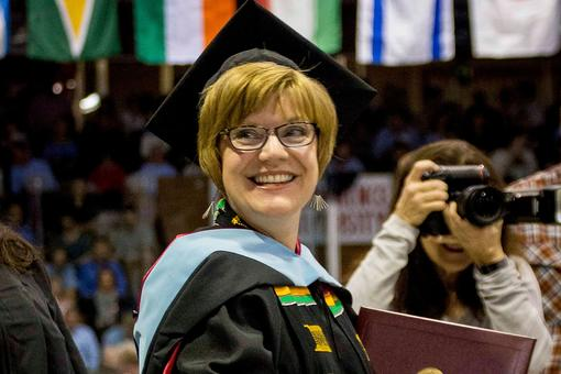 "Working Mom of 4 Earns Master's Degree: Here's This Strong Woman's ""Secret Sauce"""