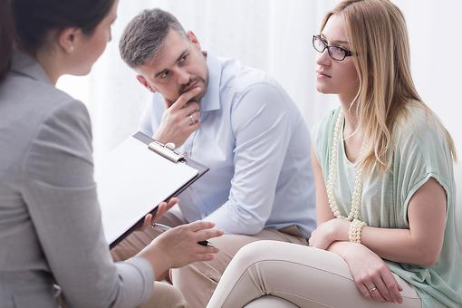 Mental Health & Therapy: 4 Signs You May Need to See a Therapist