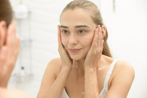 Makeup Removers & Cleansers: Save Time With These 3 Makeup-Melting Products!