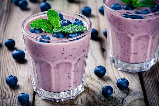 Easy Smoothie Recipes: How to Make a Blueberry & Banana Smoothie (Just 3 Ingredients!)
