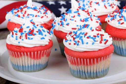 Patriotic Cupcakes: How to Make Red, White & Blue Cupcakes!