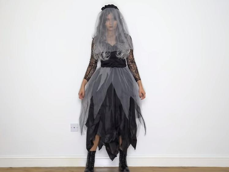50 halloween costume ideas for adults modeled by roxi holidays video 30seconds mom. Black Bedroom Furniture Sets. Home Design Ideas